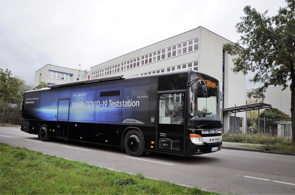 Setra Überlandbus als mobile COVID-19-Teststation Setra inter-city bus as a mobile COVID-19 testing station